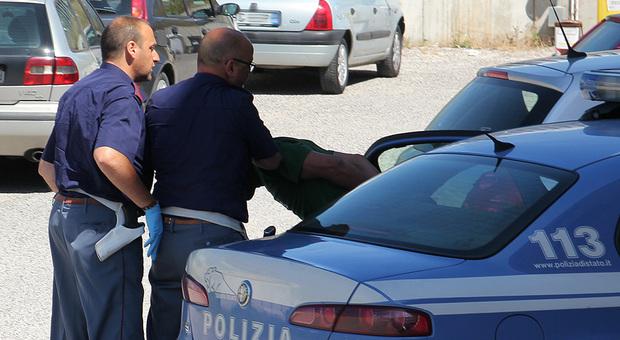 Roma, calci e insulti razzisti al tassista indiano, arrestati due fratelli spacciatori. È caccia al terzo complice