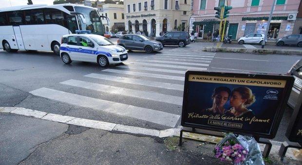 Corso Francia, i testimoni: «Gaia e Camilla erano fuori dalle strisce e si sono messe a correre»