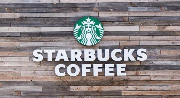 Razzismo, anche Starbucks si unisce al boicottaggio di Facebook: «Noi, contro l'odio»