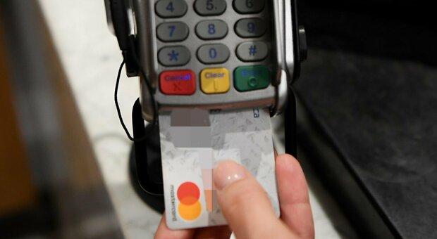 Cashback Natale, rimborsi fino a 150 euro per spese con il pos (e-commerce escluso): come ottenerlo