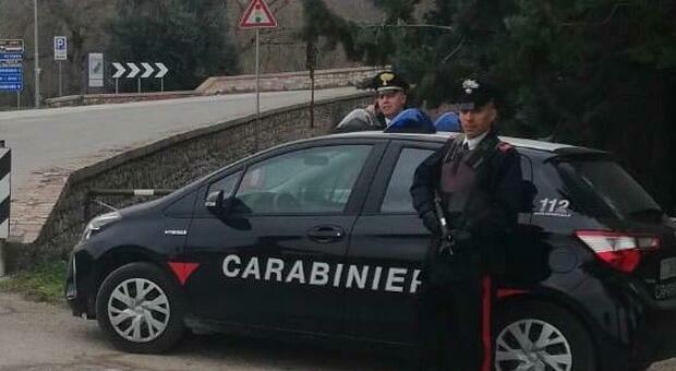 A 80 anni ruba cosmetici insieme alla figlia cinquantenne: scatta la denuncia. In azione i carabinieri di Assisi