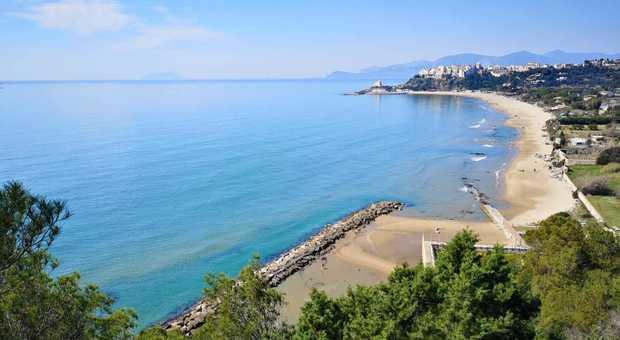 Sperlonga plastic free fa tendenza: stessa ordinanza anche a Capri