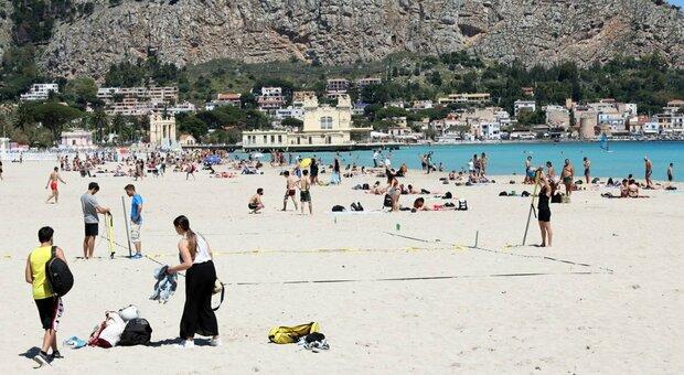 Estate 2021, un italiano su cinque non andrà in vacanza. Confcommercio: incertezza frena ripresa