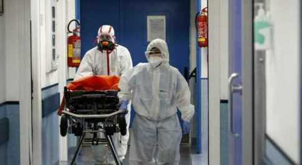 Bollettino Covid Italia, oggi 5.321 contagi e 5 morti. Terapie intensive salgono a 230