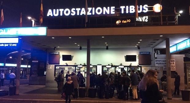 Ufficio Passaporti Roma Nuovo Salario : Roma tenta di partire su un bus per la svizzera con carta d