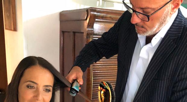 Roma, l'idea del parrucchiere vip di Talenti: «Una piega sospesa per aiutare le clienti»