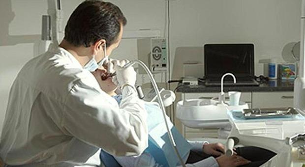 Genova, dentista lascia 5 milioni in eredità ad associazioni benefiche: «Esclusi i parenti, non li perdono»
