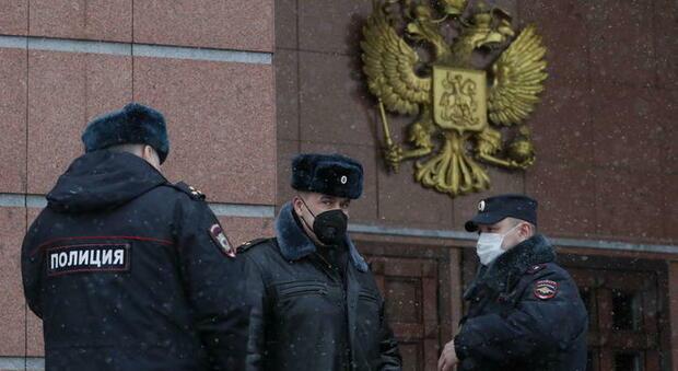 Russia, uomo accoltella e uccide 3 persone a Ekaterinburg, arrestato: è ferito