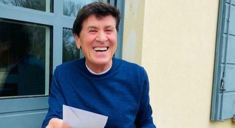 C'è Posta per Te, Gianni Morandi per il papà di Cristina: «La mia musica nei momenti più bui»
