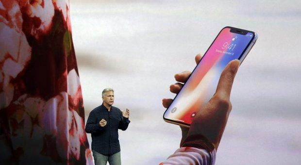 Apple, ecco iPhone X: tutto display e riconoscimento facciale. Watch potrà fare telefonate