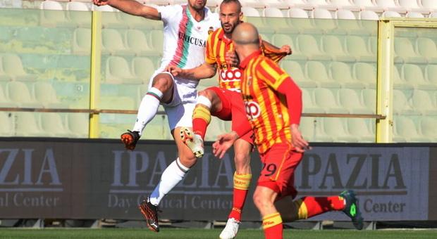Ternana, col Catanzaro arriva la prima sconfitta. Lucarelli: «Cascavamo da soli in mezzo al campo»