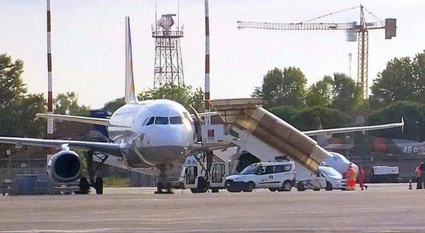 Paura su aereo Germanwings diretto a Roma: fumo in cabina, atterraggio d'emergenza a Pisa