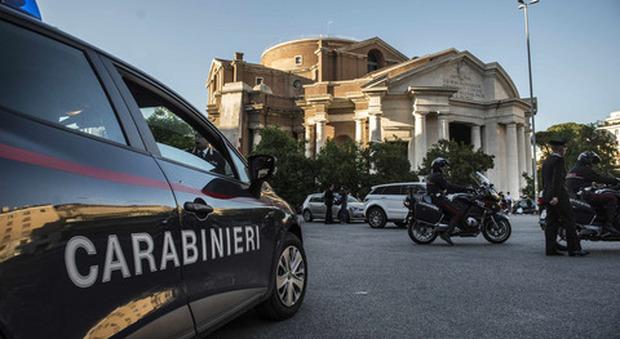 Roma il cellulare superscontato altro che black friday - Black friday porta di roma ...