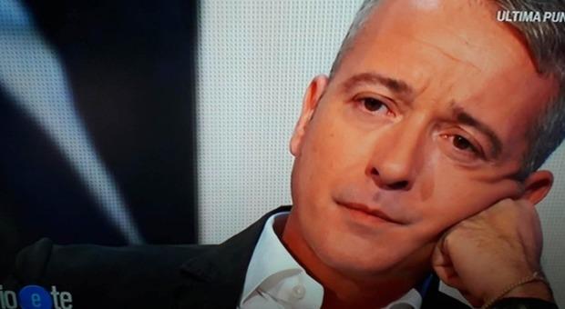 Pierluigi Diaco in lacrime a Io e Te: «Non crediate che le mie reazioni in tv corrispondano al carattere...»