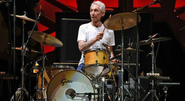 Morto Charlie Watts, chi era: colonna portante (e oasi di serenità) dei Rolling Stones