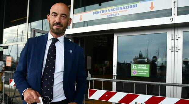 Bassetti minacciato da No-vax in strada: «Mi guardo le spalle, il mio numero nelle chat di Telegram»