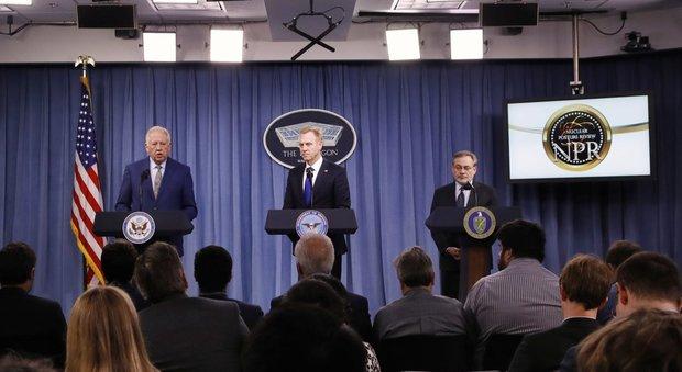 Trump rilancia il nucleare: bombe più piccole deterrente per Cina e Russia. Mosca: «Ostilità impressionante»