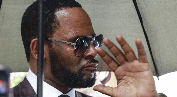 R. Kelly arrestato per pedopornografia: il rapper lavorò con Michael Jackson e Puff Daddy