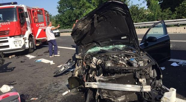 Bergamo, schianto tra due auto a Treviglio: muore bimbo di 10 anni, grave la madre