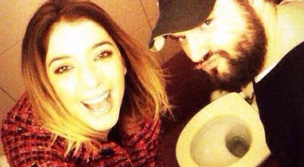 Selfie in bagno tutte le foto dei vip senza vergogna tra wc doccia e vasca - Selfie in bagno ...