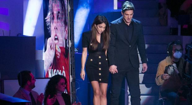 C'è Posta per Te, Zaniolo e Francesca Costa piangono col giovane tifoso (e un gesto di Nicolò commuove)
