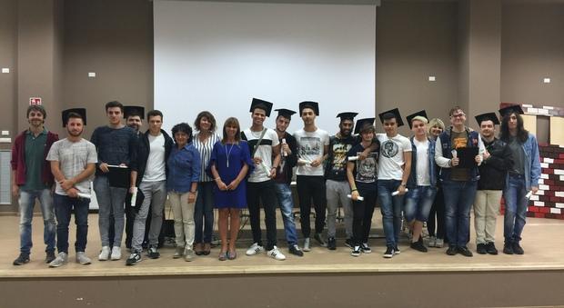 Il gruppo della 5°C Informatica del Rosselli di Aprilia con alcuni insegnanti e la DS Viviana Bombonati