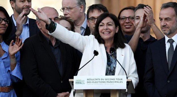 Elezioni in Francia, onda verde e astensione: Philippe trionfa a Le Havre, Hidalgo confermata a Parigi