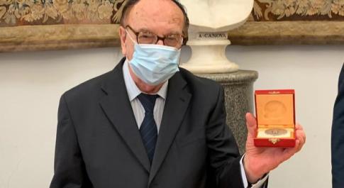 Ezio Luzzi, core de Roma: il radiocronista Rai premiato con una medaglia in Campidoglio