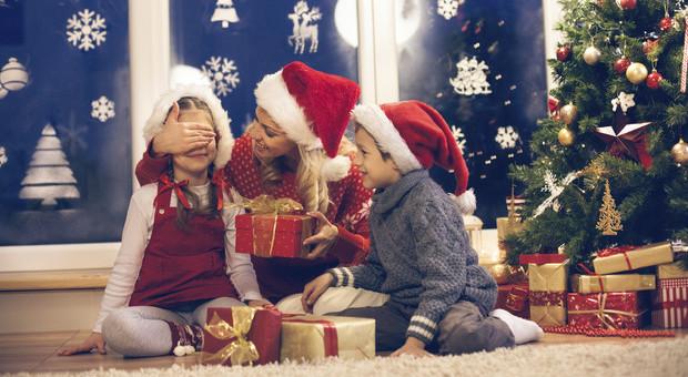I Babbo Natale.Bimbo Di 9 Anni Non Riceve I Regali Chiesti Chiama La