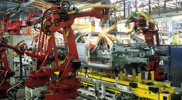 Produzione industriale giù anche a luglio, Istat: «Tiene solo l'energia»
