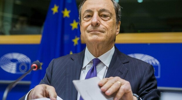 Draghi: «Un piano pubblico-privati contro il rischio di dissesti a catena»