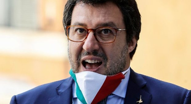 Salvini attacca il reddito di cittadinanza: «Pensare alla sospensione»