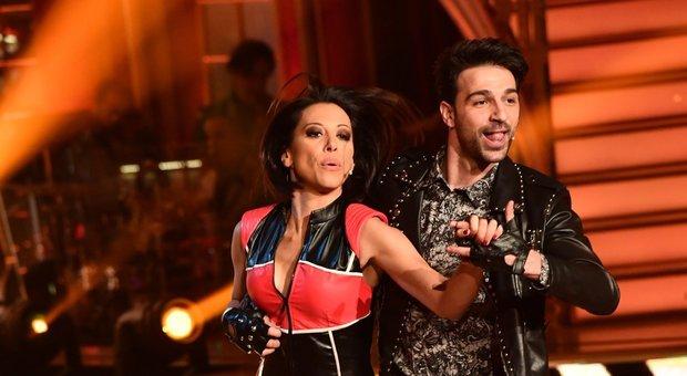 Ballando, Raimondo Todaro furioso con Selvaggia Lucarelli: «Sono mesi che siete fuori tema»