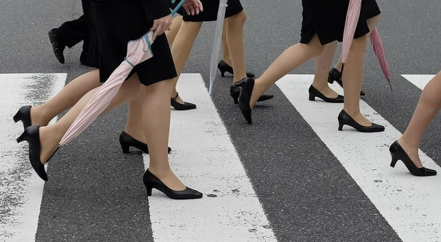 premium selection 601c2 971cf Basta tacchi alti per andare in ufficio: nasce il movimento ...