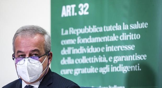 Vaccino, Locatelli: «Due vaccini in arrivo entro Natale, a fine estate potremmo essere fuori»
