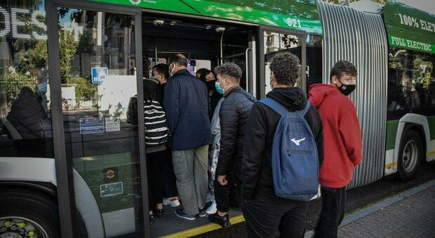Covid Sardegna, gli sudenti di Cagliari disertano le lezioni: «Troppi rischi sui bus»