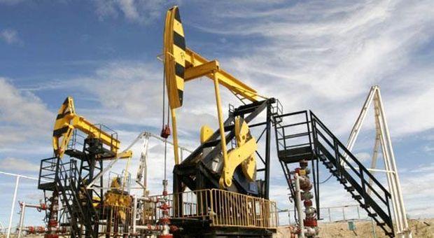 Petrolio: Goldman Sachs taglia stime prezzo per il 2019
