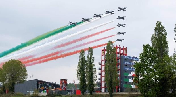 Frecce tricolori oggi su Imola per il Gp di F1 e il legame con il cavallino della Ferrari - I rombi della Motor Valley