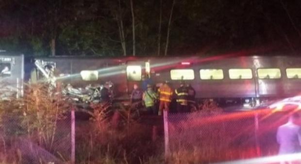 New York, deraglia treno pendolari: decine di feriti, linea chiusa