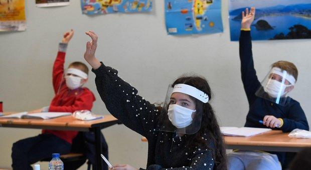 Francia, 70 scuole di nuovo chiuse per casi di Covid a una settimana dalla fine del lockdown
