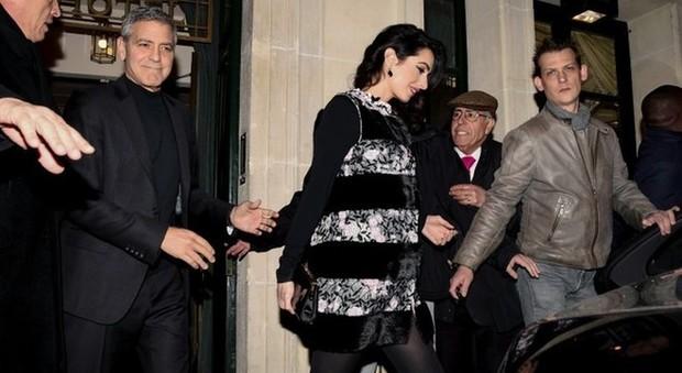George Clooney e Amal, passeggiata in dolce attesa