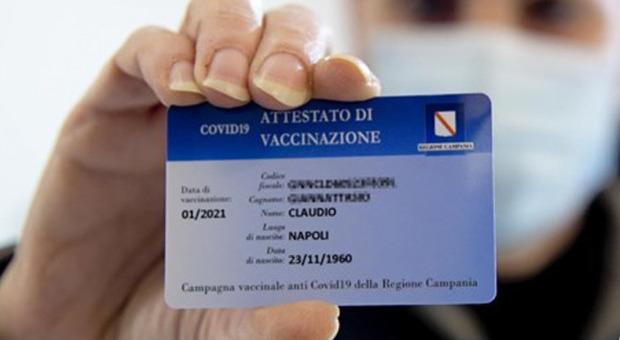 Green pass Campania, De Luca firma l'ordinanza: «Spettacoli e matrimoni col certificato»