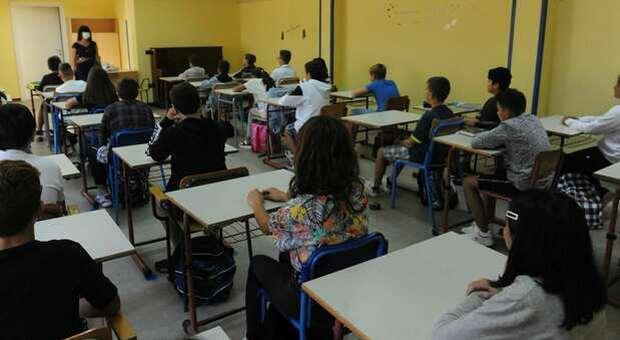 Lazio, se diventa zona arancione dal 29 marzo tutte le scuole aperte: in dad solo le superiore