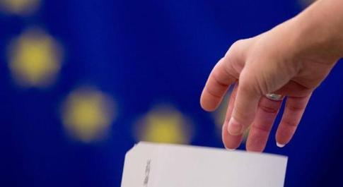 Ue al bivio, sfida finale tra sovranisti ed europeisti: in gioco il futuro del continente