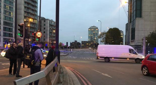 Londra, allarme bomba: chiuso Vauxhall Bridge, trovato un veicolo abbandonato