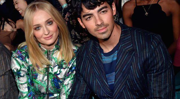 Trono di Spade, Sophie Turner e Joe Jonas si sposano a sorpresa a Las Vegas