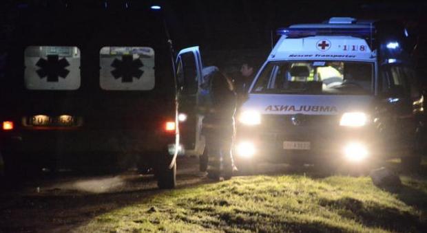 Arezzo, si schianta in auto contro un tir mentre torna dalla laurea del figlio: morte la figlia e la madre