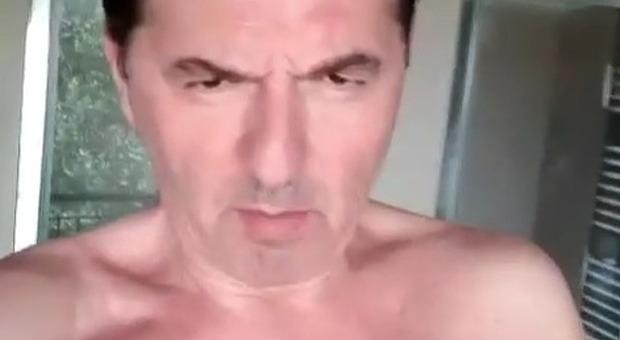 Teo Mammucari nudo per Barbara D'Urso su Instagram: «Beccate 'sto fusto»