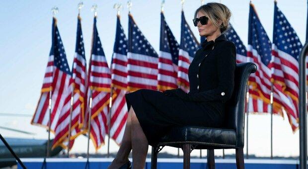 Melania Trump, borsa Hermès e abito Chanel: il look da capogiro (che nasconde un messaggio), ecco quanto è costato