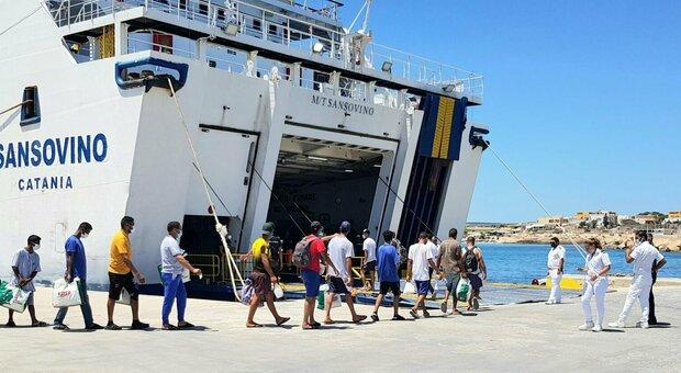 Migranti, allarme Viminale: «Sbarchi autonomi moltiplicati, contesto senza precedenti»